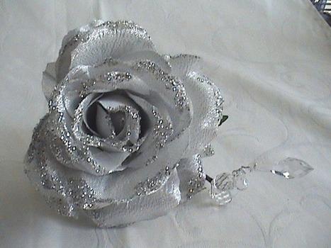 Rose argentée et gouttes d'eau - Où t'as eu ta barrette ? | outaeutabarrette | Scoop.it