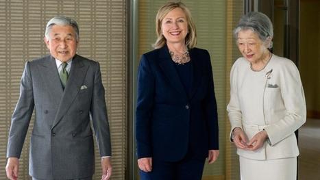 Hillary Clinton oublie le protocole pour saluer le couple impérial japonais | euronews (+vidéo) | Japon : séisme, tsunami & conséquences | Scoop.it