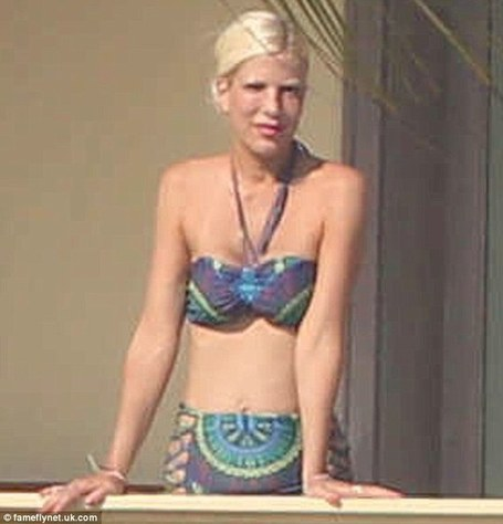 Mother-of-four Tori Spelling looks trim and toned in cute paisley bikini | Cabo San Lucas | Scoop.it