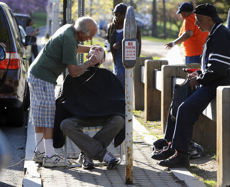 82-Year-Old Barber Gives Homeless Haircuts For Hugs | Beautiful Forces | Scoop.it