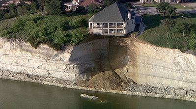 Home clings to collapsing cliff in N. Texas | Masada Geography | Scoop.it