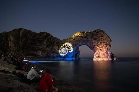 PICTURES: Thousands gather as Durdle Door lights up - Dorset Echo | The UK | Scoop.it