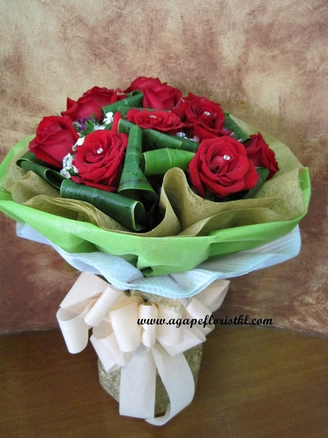 Greet your close ones with a hand made Bouquet. Order Now at Agapefloristkl.com | Online Shopping Phone Accessories | Scoop.it