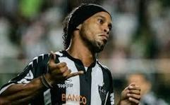 Ronaldinho lance sa ligne de vêtement   Coté Vestiaire - Blog sur le Sport Business   Scoop.it