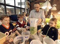 Ravinia School's lettuce a hit on Northbrook restaurant's menu - Highland Park News | Vertical Farm - Food Factory | Scoop.it