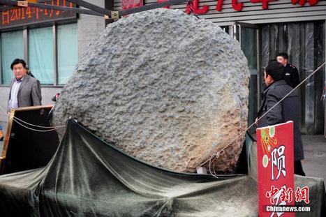 Xinjiang : une météorite de deux tonnes présentée devant un marché | La Chine écologie | Scoop.it