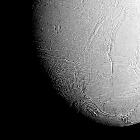First breathtaking images from Cassini's dive over Enceladus | A cielo abierto. | Scoop.it