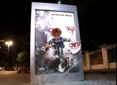 Chucky terrorise des brésiliens attendant le bus | streetmarketing | Scoop.it