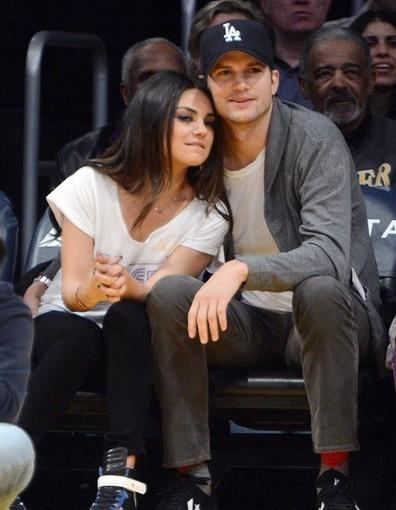 Ashton Kutcher veut garder privée sa relation avec Mila Kunis - Elle   Infos People   Scoop.it