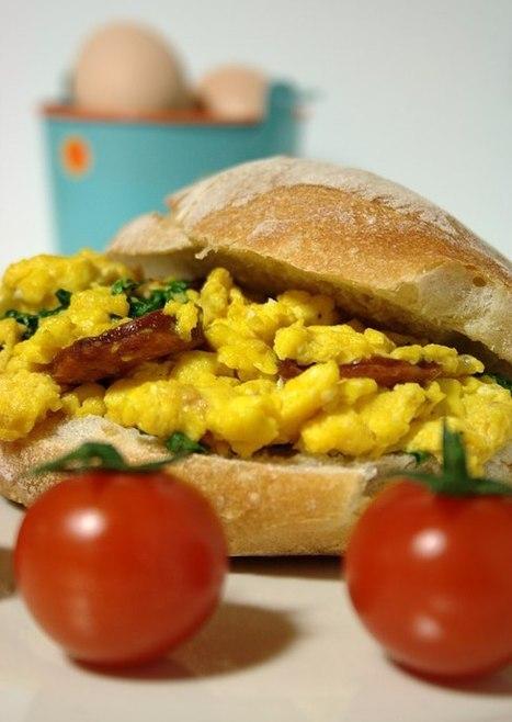 Cinco Quartos de Laranja: Ovos mexidos com chouriço e agriões | Foodies | Scoop.it