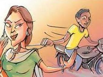 Gold chains of two women snatched outside their houses | in-SURAT.info | Scoop.it