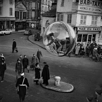 Photo : L'histoire de la série Women in bubble de Melvin Sokolsky pour Harper's Bazaar 1963 | ParisianShoeGals | Que s'est il passé en 1963 ? | Scoop.it