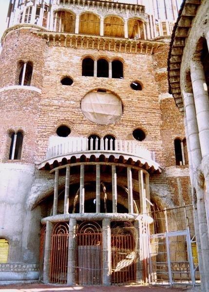 De kathedraal van Don Justo uit hergebruikte bouwmaterialen | Creatief Hergebruik | Scoop.it