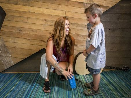Cassadee Pope Brings Not-So-Secret Admirer on Stage | Country Music Today | Scoop.it
