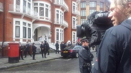 "Swedish refusal to interview Assange in London is a ""matter of prestige"" - Radio Sweden   ciberpocket   Scoop.it"