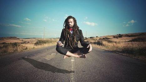 Descubre cuál es el truco que utilizan los yoguis para hacerte creer que en verdad levitan   tecno4   Scoop.it