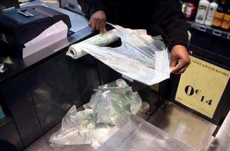 Les sacs plastiques seront finalement interdits au 1er juillet | Les coups de coeur de D'Dline 2020 | Scoop.it