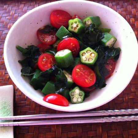Salade de gombos et tomates - La cuisine japonaise du quotidien   CuisineJaponaise   Scoop.it