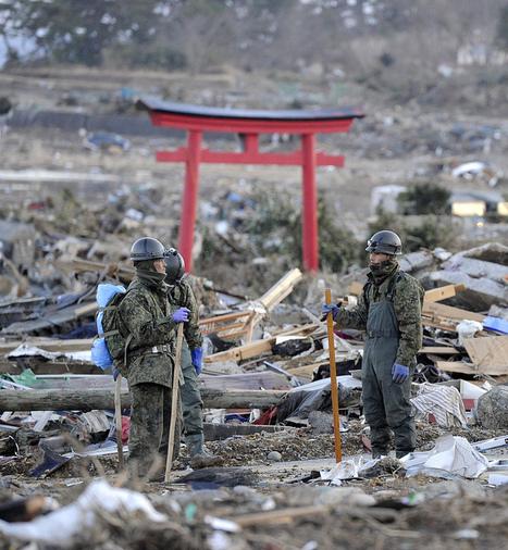 [Photo] Militaires japonais à Kesennuma | Flickr - Photo Sharing! | Japon : séisme, tsunami & conséquences | Scoop.it