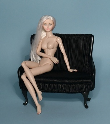 Urban Vita In The Buff - Long Platinum Hair (love seat not included) | Playscale Picks | Scoop.it
