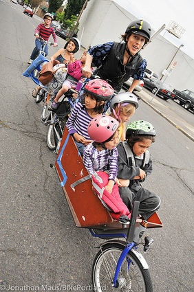 With six kids and no car, this mom does it all by bike | This Gives Me Hope | Scoop.it