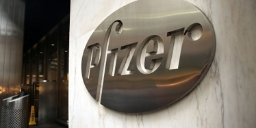"#Pfizer CEO Can't ""Distinguish Between the Policies"" of #DonaldTrump and #HillaryClinton 