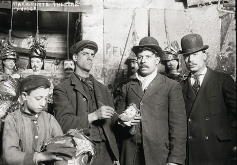 Il personale del teatro dei pupi di New York, 1910 circa | Notes | Scoop.it