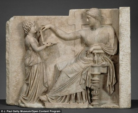 Conspiracy theorists claim ancient Greek statue is holding a laptop | LVDVS CHIRONIS 3.0 | Scoop.it