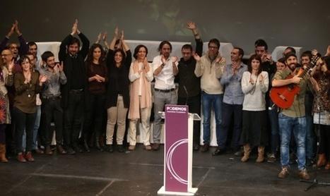 Pablo Iglesias, rodeado de su equipo. / ULY MARTÍN - EL PAÍS | PODEMOS | Scoop.it