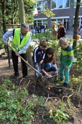 Jugendzentrum: Erste Ernte für junge Hobbygärtner   neugierig aufwachsen   Scoop.it