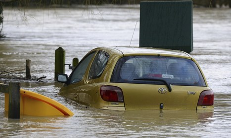 UK floods: more than 100 people evacuated as river bursts banks ... | AS Geography | Scoop.it