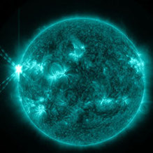 Flares, lingue di gas infuocate grandi dieci volte la Terra... Ecco che cosa sta succedendo in queste ore al Sole | Planets, Stars, rockets and Space | Scoop.it