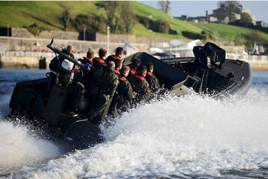 PICTURES: Thrill-seeking rugby stars taken for a high-speed boat ride by Plymouth Royal Marines | Craft Boats - Handcrafted wooden boats | Scoop.it