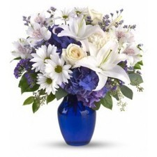 In this arrangement, the serenity of the color blue along with the purity of intention symbolized ....... | Real Flowers & Gift Baskets | Scoop.it
