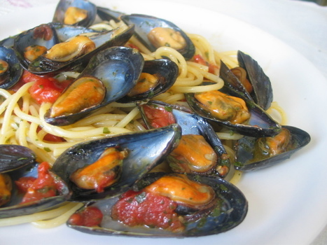 Spaghetti coi moscioli — spaghetti with mussles Portonovo-style | Le Marche and Food | Scoop.it