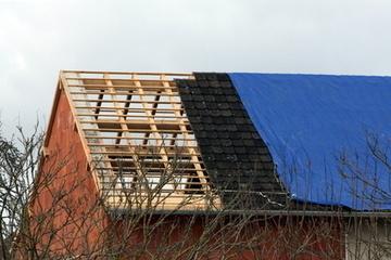 Professionnels de la charpente : quelle bâche choisir pour la toiture ? - Blog - Baches Direct Pro | bricolage-professionnels | Scoop.it