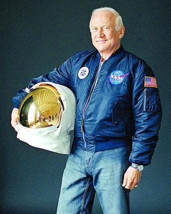 Canada important for Mars settlement? Buzz Aldrin says yes › Medicine Hat News | More Commercial Space News | Scoop.it