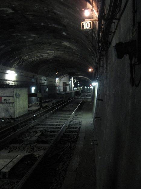 Aventurez-vous dans les stations fantômes oubliées du métro Parisien | Travel & Backpacking | Scoop.it