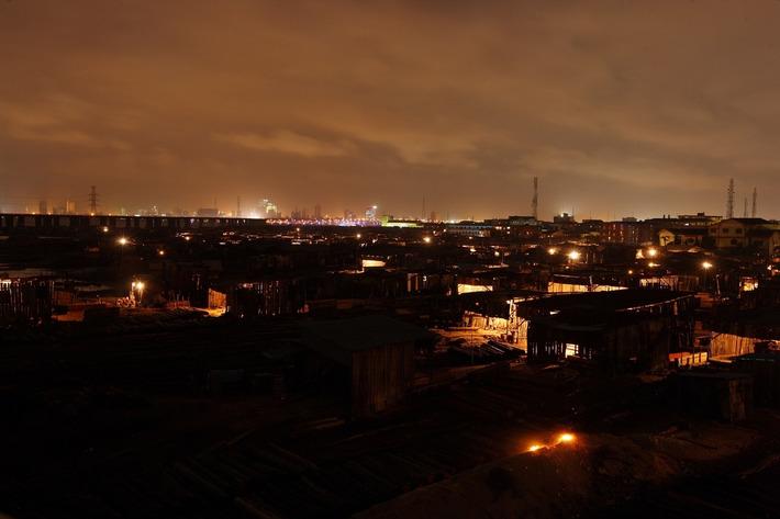 Un artiste nigérian photographie Lagos tandis qu'elle sombre sous les flots | Vice | Kiosque du monde : Afrique | Scoop.it