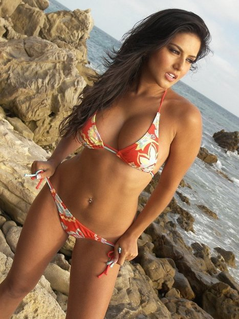 Sunny Leone Hot Beach Photo Shoot - Daily Images 4 You   bodyFlashWorld girls at the beach   Scoop.it