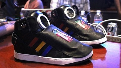 Google invente des chaussures qui parlent : Talking shoes | le SEO et le marketing | Scoop.it