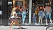 Milano, oggi iniziano i saldi Caccia allo sconto scaccia-crisi - Il Giorno | Milano Fashion | Scoop.it