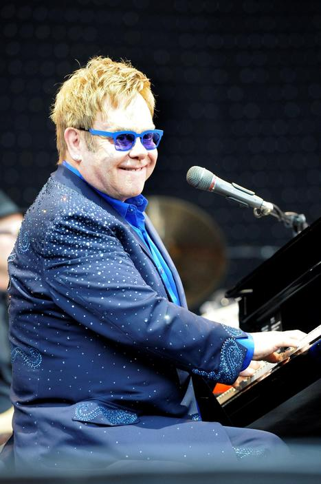 Sir Elton John performs in Leigh - Leigh Journal | Playing the Piano | Scoop.it