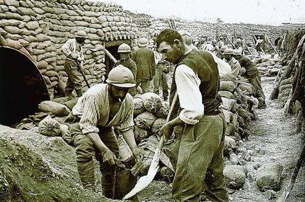 Un trésor de la Grande Guerre sauvé des poubelles à Carcassonne   Archeology on the Net   Scoop.it