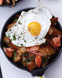 Salmon, Bacon and Potato Hash Recipe | À Catanada na Cozinha Magazine | Scoop.it