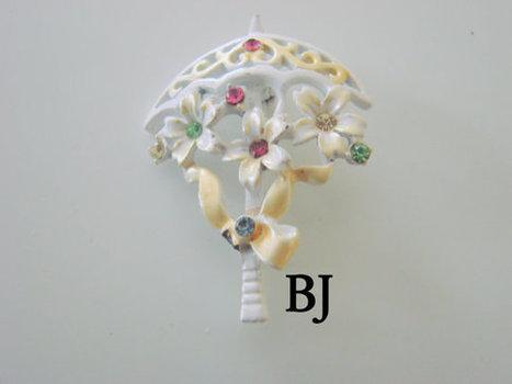 Beatrix Rhinestone Enamel Designer Signed 70s Brooch / White Yellow Enamel / Floral Motif / Vintage Jewelry / Jewellery | Jewelry | Scoop.it