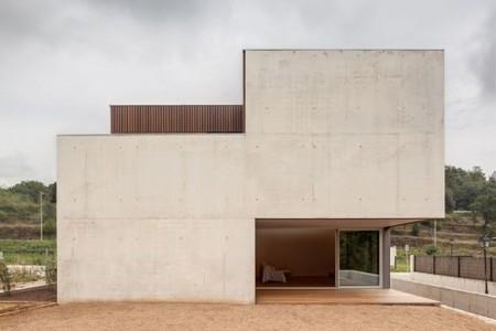 [Sant Feliu de Pallerols, Spain] Bitten House / arnau estudi d'arquitectura | The Architecture of the City | Scoop.it