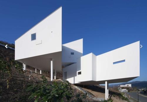 Maison Contemporaine Sur Pilotis   Par Hiroyuki Arima  Fukuoka