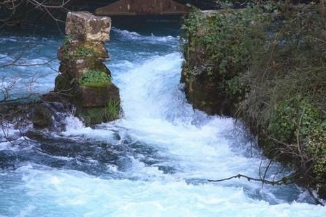 Fontaine-de-Vaucluse : histoires d'eau dans la Vallée Close - Visitez la Provence | Bastide des Camélias | Scoop.it