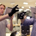 "Minority Report wird Realität? Gesture recognition for iPad via data ""glove"" (MIT) 